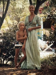 Romy Schneider et son fils David Romy Schneider, Sissi, Celebrities Who Died, Celebs, David Haubenstock, Hollywood, Alain Delon, Style Icons, Beautiful People