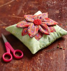 Use fusible and dimensional appliqué techniques to add textural petals. Vintage Sewing Notions, Vintage Sewing Machines, Sewing Spaces, Sewing Rooms, Felt Pincushions, Sewing Circles, Needle Book, Quilt Patterns, Pincushion Patterns
