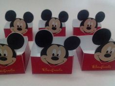 MODELO : <br>Forminha modelo caixa quadrada Totem Mickey ou Minie <br>Fazemos em todos os temas ( a combinar). <br> <br>VARIAÇÃO: <br>A caixa pode ser no fundo vermelho, poa preto c/ branco ou vermelho c/ branco. <br>Temos ela maior para mesas ou lembranças - R$2,00. <br> <br>PAPEL: <br>Impressão em fotográfico peso 180 gr com brilho ou fosco. <br>Corte manual com bordas brancas. <br> <br>ENVIO: <br>Por carta registrada, PAC ou E sedex ( a combinar) <br> <br>QUANTIDADE MINIMA : 25 unidades…