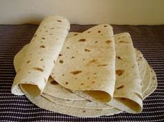 Galette Wrap or homemade tortilla Tortilla Wraps, Tortilla Recipes, Healthy Wraps, Bagel Recipe, Salty Foods, Homemade Tortillas, Chapati, Lunch To Go, Pastries