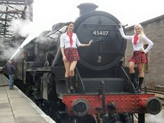 PsBattle: Two girls and one photobomb. Steam Locomotive, Electric Locomotive, Steam Trains Uk, Steam Railway, Railway Posters, British Rail, Train Pictures, Model Train Layouts, Model Trains