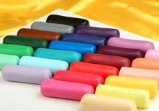 Unser großes Sortiment an Fondant und Modelliermassen bietet für jeden Einsatzzweck die passenden Materialien. Der Fondant und viele Modelliermassen sind mit Lebensmittelfarbe einfärbbar. In dieser Kategorie finden Sie auch den...