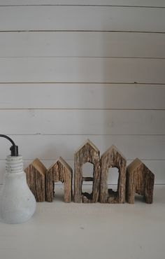 Little houses in a row. (try with those U-shaped lumber stickers). Hipster Wedding, Driftwood Art, Miniature Houses, Fairy Houses, House In The Woods, Little Houses, Simple House, Home Crafts, Home Art