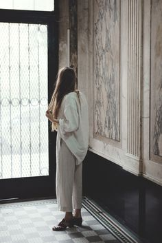 a muted palette - ardenwray: Emily waiting Looks Style, Looks Cool, Style Me, Mode Inspiration, Design Inspiration, Creative Inspiration, Fashion Inspiration, Coco Chanel, In This World