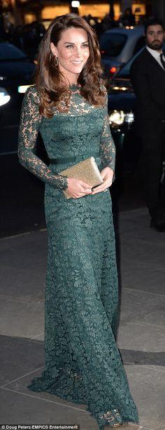 елегантна дантела рокля на Кейт показаха много тънък фигурата си, за да има пълен ефект...
