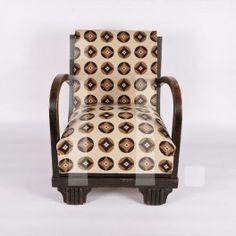 BUTACA AÑOS 50 Referencia: mue-18 Butaca descalzadorade madera, años 50. Ideal como sillón auxiliar para un rinconcito del salón. RESTAURADO Medidas:  Alto: 72 cm Ancho: 48 cm Profundo: 54 cm Precio: 240€ ($310 aprox.)