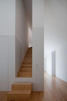 """Man hat den Eindruck eines Geheimganges: die unteren Stufen wegnehmen und ein Vorhang - schon ist der """"Anbau"""" verschwunden"""