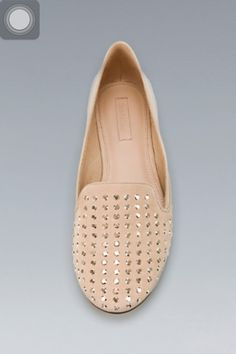 Slipper beige con borchie  oro - Zara 29.95€