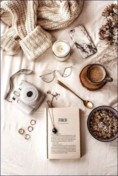Source by evy_r__ - aesthetic Cozy Aesthetic, Brown Aesthetic, Autumn Aesthetic, Aesthetic Photo, Aesthetic Pictures, Flat Lay Photography, Coffee Photography, Autumn Photography, Photography Aesthetic