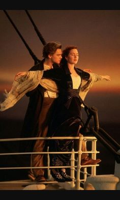 """Jack: """"dammi le mani e chiudi gli occhi...ti fidi di Me? """" Rose: """"si mi fido..."""" Jack:""""apri gli occhi"""" Rose:""""Jack sto volando"""""""