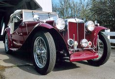 MG TC (Midget) • 1946. The blonde in the pic.