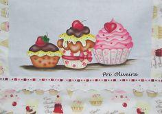 """Pano de prato """"Trio cupcakes""""   Tecido do pano : oxford profissional...otimo para decorar...  Acabamento em toda a borda do pano de prato, todo feito com tricoline estampadinho com cupcakes...  Consulte os tecidinhos disponiveis R$ 26,00"""