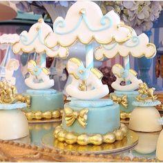 Detalhes lindos de uma festa Carrossel!!! By @criancices e doces @artebolos #festacarrossel