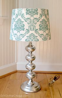 DIY On the Cheap: Thrift Store Lamp Makeover. Chrome spray paint and lamp shade from Target Lamp Makeover, Furniture Makeover, Diy Furniture, Lamp Redo, Furniture Projects, Diy Projects To Try, Home Projects, Do It Yourself Upcycling, Diy Home Decor