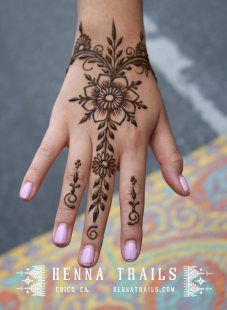 Henna Trails – artisanal henna in Chico, California Simple Henna Tattoo, Henna Tattoo Designs Simple, Finger Henna Designs, Beginner Henna Designs, Henna Tattoo Hand, Mehndi Designs For Fingers, Mehndi Designs For Hands, Henna Arm, Mandala Tattoo