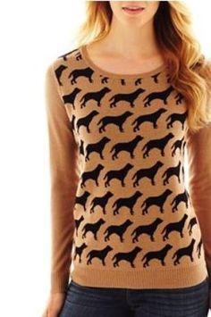 Suéter color camel con estampados de perros