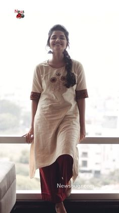 Anupama Parameswaran Pictures, HD Photos, Background Images, Latest Photo Shoots – News Bugz Stylish Dresses For Girls, Stylish Dress Designs, Stylish Girls Photos, Stylish Girl Pic, Girl Photos, Hd Photos, Beautiful Girl Photo, Beautiful Girl Indian, Beautiful Indian Actress