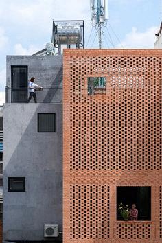 Awesome Artistic Exposed Brick Architecture Design - Page 11 of 46 Concrete Facade, Brick Facade, Facade House, Concrete Structure, House Facades, House Stairs, Design Exterior, Brick Design, Facade Design