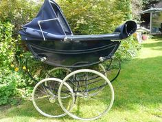 Royale of London advertised they made the worlds most beautiful baby carriage, they certainly did and are in my top I always find when you dismantle a pram, you can tell the quality by. Vintage Pram, Baby Prams, Baby Carriage, Gothic Steampunk, Vintage Coach, Beautiful Babies, Childhood Memories, Baby Strollers, Past