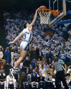 Rex Chapman scoring a basket for the University of Kentucky Wildcats at Rupp Arena Kentucky College Basketball, Uk Wildcats Basketball, Basketball Players, University Of Kentucky, Kentucky Wildcats, Derby Winners, Go Big Blue, College Hoops, Hoop Dreams