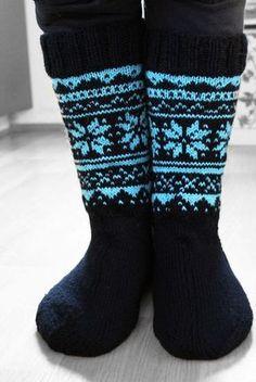 Minua pyydettiin neulomaan eräälle miehelle sukat. Jotain yksinkertaista ja klassista, ei mitään pöllö-virityksiä tällä kertaa. Netistä löyt...