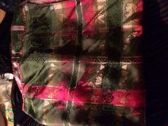Vurderer å selge min Vest-Agder stripestakk pga at jeg skal ha beltestakk. Pent brukt og sydd av Husfliden i Mandal. Den har grønt silkeforkle, grønn vest og strøblomst sjal. Den er str. 42-44, sydd for høyde 175 cm.
