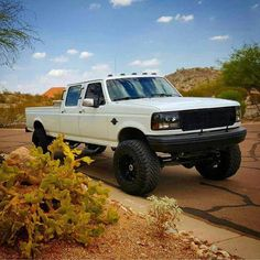 I truly love this design for this lifted ford truck Dodge Diesel Trucks, Ford Diesel, Ford Pickup Trucks, Chevy Trucks, Lifted Trucks, Big Trucks, Classic Ford Trucks, Classic Cars, Powerstroke Diesel