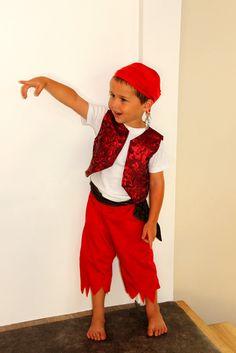 a02e84f7fadbf 49 meilleures images du tableau fête pirate | Deguisement enfant ...
