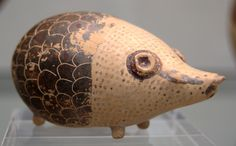 Hedgehog. Aryballos, opening in the left ear, metaphoric scales for the spine armor. Ancient Greek, ca. 600 B.C.E. The Staatliche Antikensammlungen, Munich, Germany