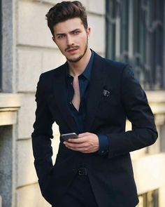 Mens Fashion Blazer, Suit Fashion, Dapper Gentleman, Gentleman Style, Black Tuxedo, Black Men, Suits And Sneakers, Formal Men Outfit, Casual Outfits