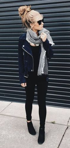 Cool 40 Simple and Stylish Winter Outfits Ideas to Inspire Yourself. More at http://aksahinjewelry.com/2017/11/19/40-simple-stylish-winter-outfits-ideas-inspire/
