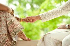 """""""Amar é mudar a alma de casa, é ter no outro, nosso pensamento. Amar é ter coração que abrasa, amar, é ter na vida um acalento. Amar é ter alegria que extravasa, amar é sentir-se no firmamento. Amar é mudar a alma de casa, é ter no outro, nosso pensamento. Amar, é aquilo que embasa, é ter comprometimento. Amar é, voar sem asa, e porque amar é acolhimento, amar é mudar a alma de casa!..."""" (mario quintana)"""