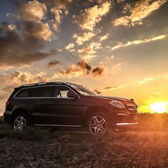 Afternoon-Ride! Photo by @rafael__weinberger #MBCar #Car #Cars #SUV #Mercedes #MercedesBenz GLE 350 d 4MATIC [Combined fuel consumption: 6.6-6.4 l/100km | CO2 emission: 179-169 g/km] by mercedesbenz