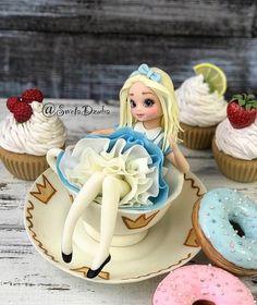 New cake decorating ideas disney alice in wonderland ideas Alice In Wonderland Cakes, Girls Party Decorations, New Cake, Disney Cakes, Girl Decor, Clay Dolls, Sugar Art, Fancy Cakes, Cold Porcelain