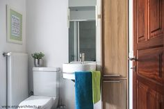 Fresh and airy guest bathroom, by #eNJOY architects.