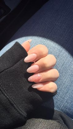 Fashionable Outfits Almond Acrylic Nails, Best Acrylic Nails, Almond Nails, Acrylic Nail Designs, Pointy Acrylic Nails, Classy Acrylic Nails, Aycrlic Nails, Nude Nails, Hair And Nails