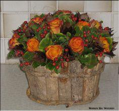 Simple Flowers, Spring Flowers, Beautiful Flowers, Flower Centerpieces, Flower Arrangements, Flower Ball, Centre Pieces, Flower Designs, Fall Decor