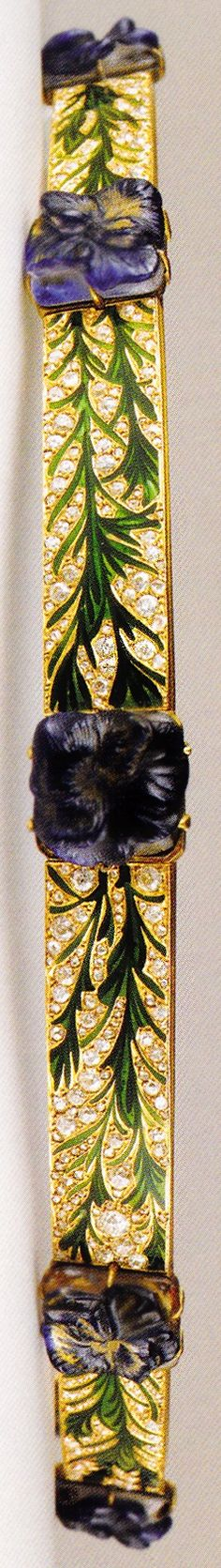 An Art Nouveau 'Pansies' bandeau, by René Lalique, 1904-05. Composed of gold, steel, enamel and moulded glass cabochons. Using glass cabochons and a sleek profile, Lalique's later bandeaus represented a radical departure from his flamboyant hair ornaments of around 1900. Source: Artistic Luxury - Fabergé Tiffany Lalique #Lalique #ArtNouveau #bandeau