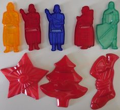 5 Vintage Robin Hood Flour colored plastic cookie cutters +3 red Christmas ones