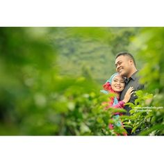 Love in green :D Yuni+Rico #Foto #PreWedding #Photoshoot at Kebun Teh #Wonosobo #JawaTengah #Photo by @Poetrafoto Photography, http://prewedding.poetrafoto.com/foto-pre-wedding-outdoor-muslim-casual-yuni-rico-di-wonosobo_491