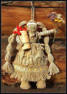 """""""ЗдорОвушка"""". В её коробе лечебные травы и ягоды Горного Алтая, собранные на вершинах гор и перевалов, в том числе и легендарные Эдельвейсы, символ любви, вечной жизни и долголетия."""