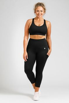 Flow Crop - Black – Active Truth™ Workout Session, Summer Wardrobe, Perfect Fit, Active Wear, Tights, Sporty, Stylish, Pockets, Model
