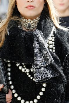 The complete chanel fall 2016 ready-to-wear fashion show now on vogue runwa Fashion Details, Love Fashion, Fashion Show, Autumn Fashion, Womens Fashion, Fashion Design, Luxury Fashion, Fashion Trends, Chanel Couture