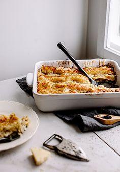 Toutes les raisons sont bonnes pour créer des choses blanches. Ha! C'est une idée de recette qui sort un peu de l'ordinaire, mais sans que le goût se trouve à des années-lumière de ce qu'on aime quand on mange une lasagne, c'est-à-dire du fromage, des pâtes et une sauce délicieuse. Pork Recipes, Snack Recipes, Cooking Recipes, Healthy Recipes, Snacks, Healthy Food, Recipies, Pork Dishes, Pasta