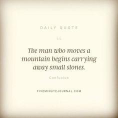 Az ember aki hegyeket mozgat meg apró kövek elhordásával kezdi #dailyquote #5minutejournal #success #eszterslife #budapest #goodmorning #miraclemorning