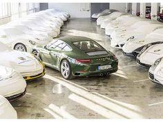 Porsche arma el millonésimo 911 Este Porsche jamás tendrá un dueño pues prontamente emprenderá un tour mundial y tras concluirlo descansará en el Porsche Museum. @porschemexico #porsche #car #cars #carsofinstagram #911 #millón  via ROBB REPORT MEXICO MAGAZINE OFFICIAL INSTAGRAM - Luxury  Lifestyle  Style  Travel  Tech  Gadgets  Jewelry  Cars  Aviation  Entertainment  Boating  Yachts
