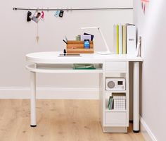 Odkryj to właśnie w Tchibo. Kawa, dom i mieszkanie, sport. Sewing Studio, Office Desk, Corner Desk, Sweet Home, Studio Ideas, Furniture, Home Decor, Tips, Furniture For Small Spaces