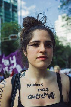 jóvenes en una manifestación contra la violencia de género | read | i-D  Valeria Méndez