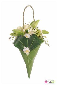 Designed by Bolsa Flora bouquets Simple Flowers, Dried Flowers, Beautiful Flowers, Deco Floral, Arte Floral, Floral Bags, Floral Purses, Flower Bag, Bridal Flowers