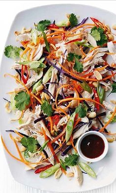 An Asian style salad with shredded cabbage and chicken and an awesome dressing infused with Thai flavours. Pulled Chicken, Asian Style, Chicken Salad, Japchae, Yummy Treats, Salad Recipes, Easy, Cabbage, Banting